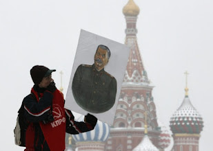 Photo: A Russian communist walks along Red Square after attending a wreath laying ceremony at the grave of Soviet dictator Josef Stalin marking the 130th anniversary of his birthday at the Kremlin wall in Moscow, December 21, 2009.  REUTERS/Sergei Karpukhin  (RUSSIA - Tags: POLITICS ANNIVERSARY)