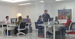 La empresa comenzó su andadura en la comunicación, el marketing y la publicidad en 2007, de la mano de Alberto Gutiérrez.