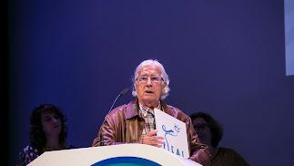 Pérez-Siquier recogió una placa conmemorativa en la gala inaugural de Fical.