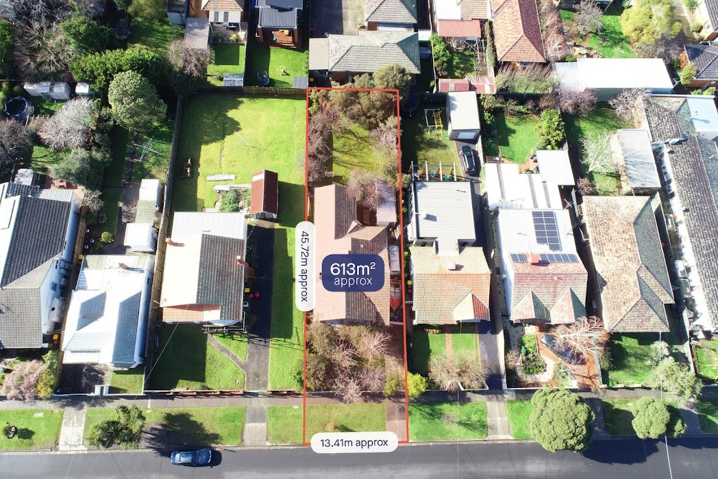 Main photo of property at 32 Clapham Road, Hughesdale 3166
