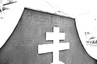 "Photo: tajomstvo slovenského trojkopca v Ožďanoch - ""HAZA TERTUNK"" (https://translate.google.com/#hu/sk/haza%20tertunk)  okrem toho je nalavo od kriza asi napis ""1226"" a napravo asi ""NOVA"""