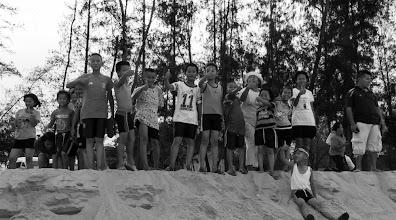 Photo: After a long day, traveling and learning, a wonderful moment of joy - getting ready to run towards the ocean  หลังจากที่เรียนรู้มาทั้งวันและการเดินทางระยะไกลจากมูลนิธิขวัญข้าวที่สุพรรณบุรี พวกเราก็พร้อมลงทะเลกันแล้ว