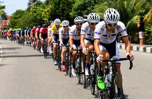 tour de singkarak  by Agoes Santoso - Sports & Fitness Cycling