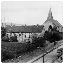 Blick auf Stift und Kirche St. Marien in der Heustraße um 1920. - Vorn im Bild: Wohnhaus der Stiftsdamen, erbaut 1860, abgebrochen 1969.
