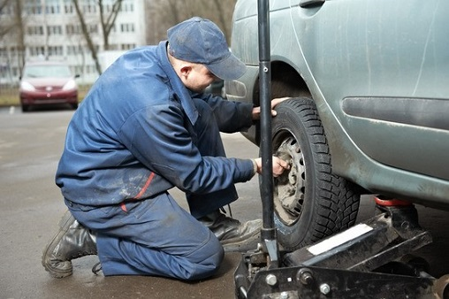 Tow truck service Yonkers flat tire change.