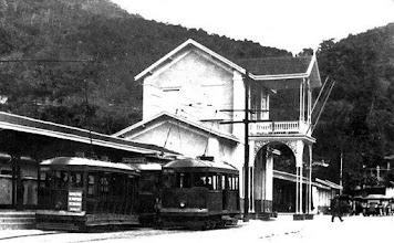 Photo: Estação Leopoldina. Parada de bondes. Rua Dr. Porciúncula. Foto da década de 20