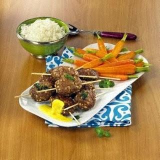 Orientalische Frikadellen mit Karamell-Möhren und Currysoße