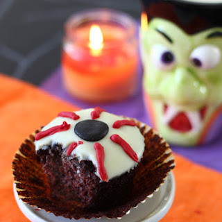 Eyeball Cupcakes.