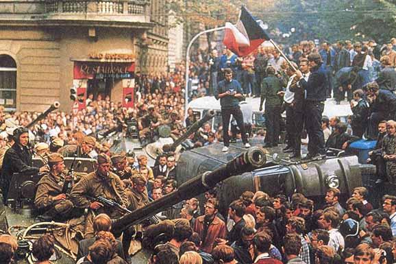 se envalentonaron para presionar por el el fin del régimen comunista