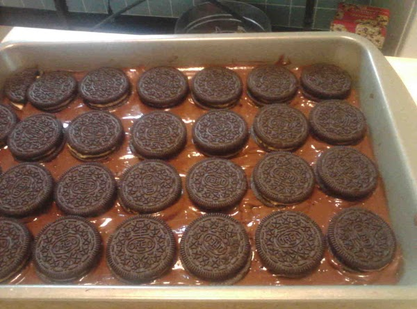 Pour evenly one bowl pudding over cookies.Next top with pb oreos.