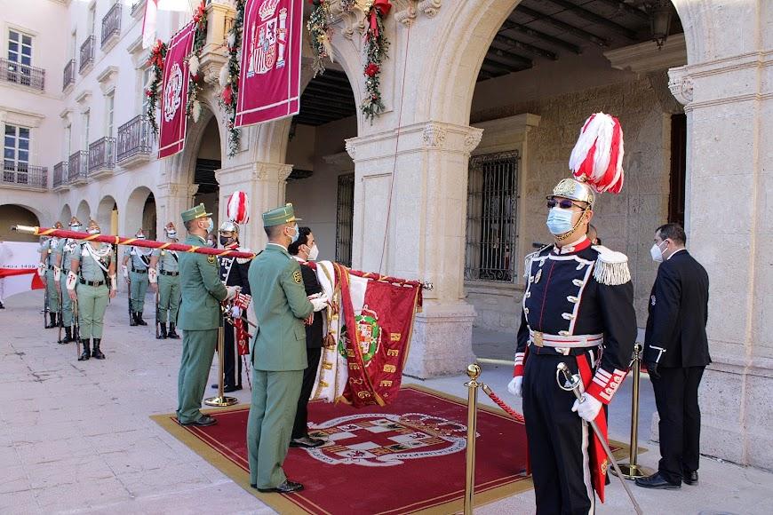 Celebración del Día de la Reconquista de Almería, el pendón, en el Ayuntamiento capitalino.