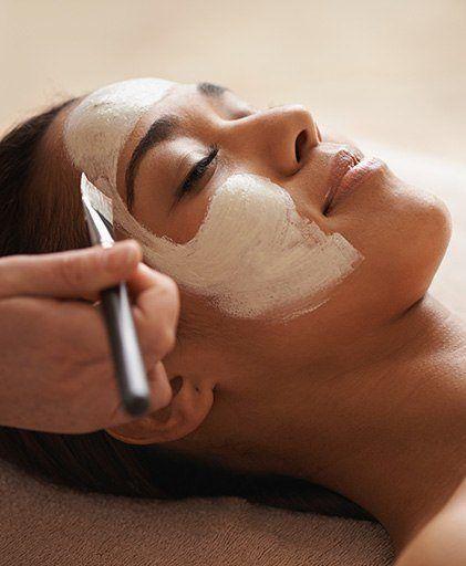 https://www.makeup.com/-/media/images/makeup/2015/05/complete-guide-to-facials-ft-58494.jpg?h=512&w=421&hash=C1566C41D6F64E98801F3091EB9F26F5F9134950