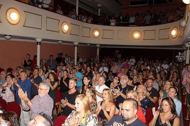 El público llenó hasta la bandera el Teatro Apolo para la presentación del disco de Cristo Heredia, Almeraya