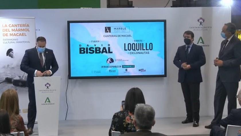 El alcalde durante la presentación del cartel de la primera edición