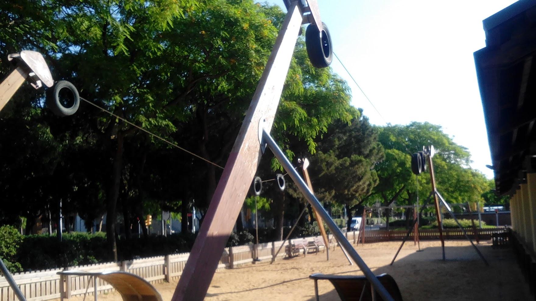 Канатная дорога на детской площадке