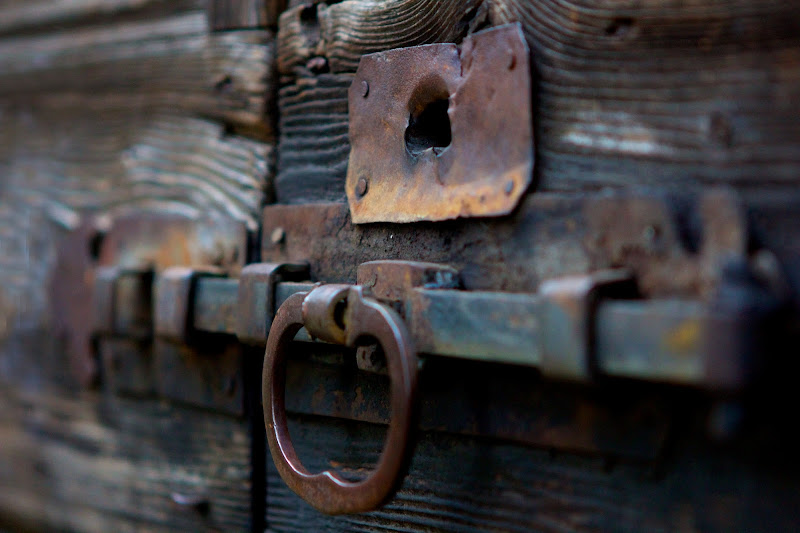Old rusty iron di Alfonso Pace
