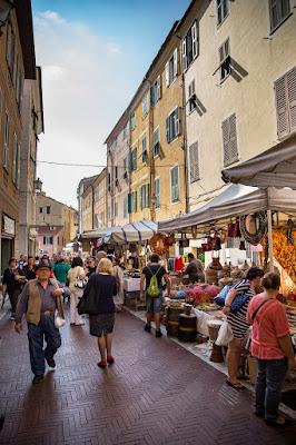Il mercato di una domenica qualunque di Giorgio Dominici