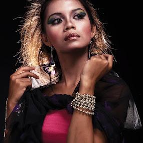 My pose,, my pleasure... by Yanuar Nurdiyanto - People Portraits of Women ( glamour, models, fashion, talent )