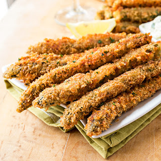 Crispy Parmesan Asparagus Spears with Lemony Sun-Dried Tomato Aioli