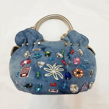Item No. H004-420-360 Denim Handbag with imitated diamond/glass and plastic beads.  appx. 33cm × 20cm. Polyester trip. 11cm strips height.  Base width 13cm. Long strip proivided. 編號 : H004-420-360 洗水牛仔布仿鑽石(玻璃)及膠珠手袋.  約33厘米 x 20厘米. 膠手帶, 高度約11厘米.  底濶13厘米。附送長帶  #手袋。#袋  #袋子。#手抽袋。#手袋仔。#衣服。 #韓。 #時裝。  #時尚。 #時尚精品。 #熱。 #熱賣。 #歐美。 #bag。#bags。#handbag #handbags。#slingbag hk。#hkgirl。 #hkonlineshop。 #hkig。 #晚裝。 #東大門。 #instafashion.  #fashion.  #fashionista.  #fashiondaily.  #fashionlover