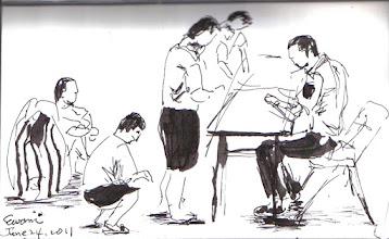 Photo: 新收作業2011.06.24鋼筆 新收收容人經過人身、行李檢查後,再進行送檢物品的登記,還沒輪到的就蹲下排隊,查好的就跟打包完的行李坐一起。