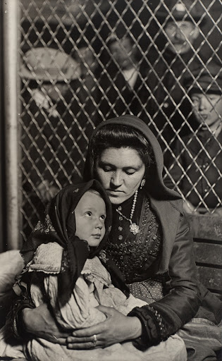 Italian Mother and Child, Ellis Island, New York.