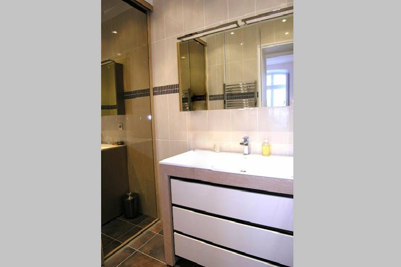 Bathroom at 2 Bedroom Apartment in Latin Quarter 110 m²