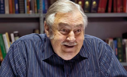 "Roelof ""Pik"" Botha passed away at his Pretoria home in the early hours of Friday."