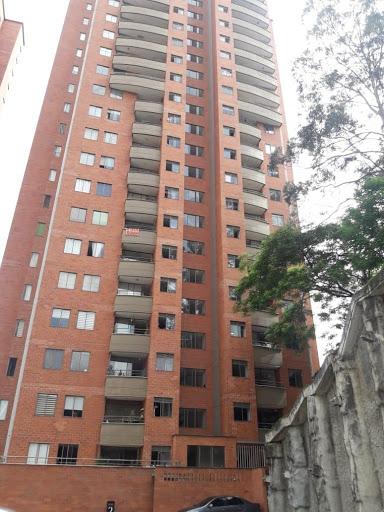 apartamento en venta poblado 472-1557