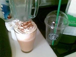 Photo: Intentando construir un Frapuccino de cafe de caramelo en casa. Es imposible, tras muchos meses no hay forma...