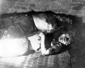 Photo: Đông Tới, 21 tuổi, và em gái cô Đông Cửu, 11, đã thiệt mạng khi Việt Cộng đã tổ chức một cuộc tấn công bằng lựu đạn tại Kiến An, tỉnh Kiên Giang, giáp biên giới trên Vịnh Thái Lan. http://www.vietnam.ttu.edu/virtualarchive/items.php?item=va004335  Dong Toi, 21, and her sister Dong Cuu, 11, were killed when the Viet Cong staged a grenade attack on Kien An in Kien Giang Province, which borders on the Gulf of Siam.