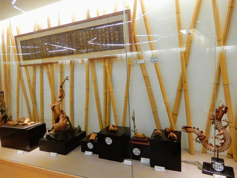 竹のオブジェ。右の龍がかっこいい。
