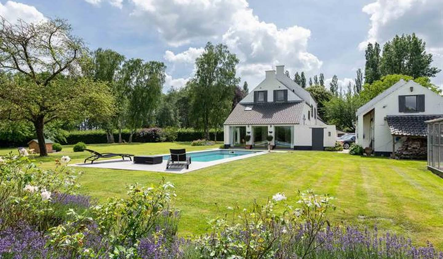 Farm house with pool Glabais