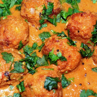 CABBAGE KOFTA cURRY | CURRIED CABBAGE DUMPLINGS.