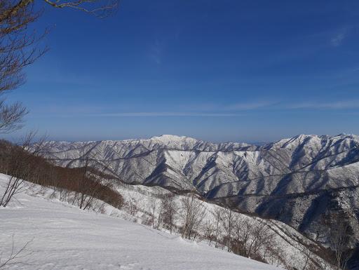 右から三周ヶ岳・左千方・上谷山・下谷山など
