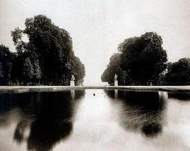 Photo: Parc de Saint- Cloud, bassin dela Petite gerbe, 1904. .- EUGÈNE ATGET