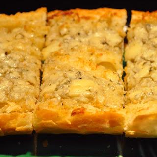Betsy's No Garlic Herbed Gorgonzola Bread