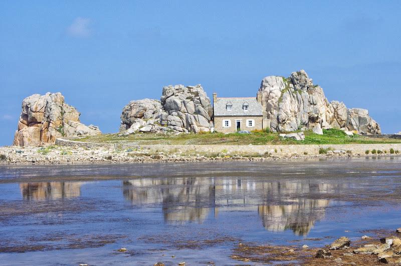 La casa tra la roccia di Roberto Simonazzi