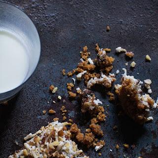 CRISP OATMEAL CHOCOLATE CHIP COOKIE BITES.