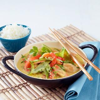 Asiatischer Hähnchen-Gemüse-Wok in Curry-Soße