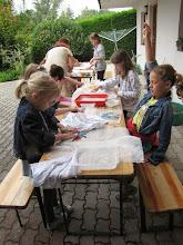 Photo: Filzen mit Gertrud und Traude am 6.8. Foto: G. Brauner-Baumgartner