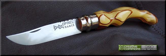 Photo: Opinel custom n°057 Buis. http://opinel-passions-bois.blogspot.fr/ Personnalisations en marquèterie de bois précieux, cornes, résines et aluminium du couteau pliant de poche de la célèbre marque Savoyarde Opinel.