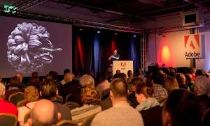 Bart van de Wiele spreekt in het Adobe theater