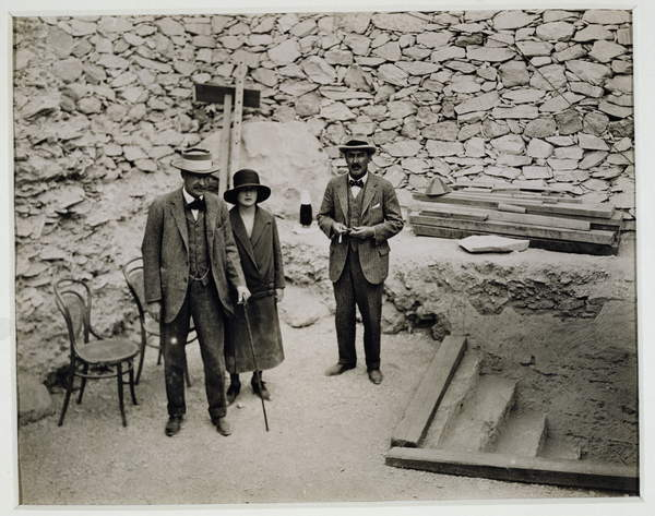 Image of Lord Carnarvon's first visit to the Valley of the King's: Lord Carnarvon (1866-1923), Lady Evelyn Herbert, his daughter and Howard Carter (1874-1939) at the entrance to the Tomb of Tutankhamun, 1922 (gelatin silver print), Burton, Harry (1879-1940) / English, 25.5x20.2 cms, © The Stapleton Collection / Bridgeman Images