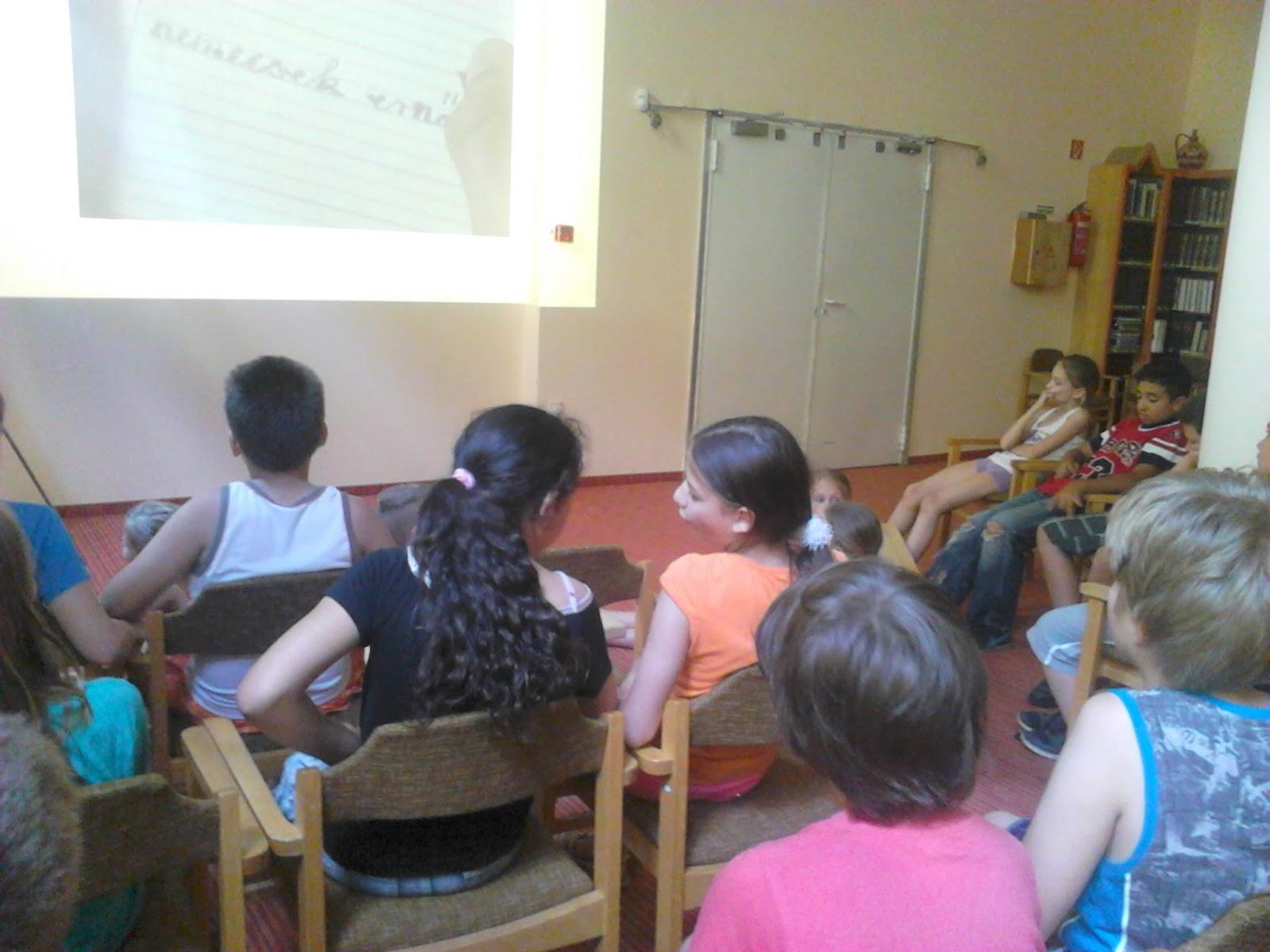 Diákok a könyvtári foglalkozáson