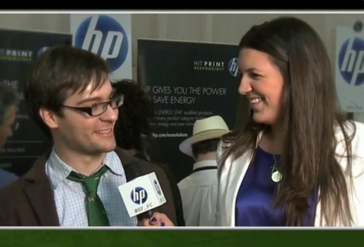 Photo: SmartPlanet associate editor Andrew Nusca talks with HP's Greta Schlendler.