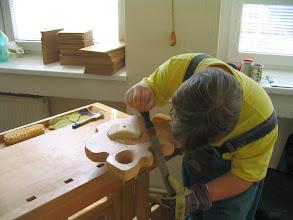 Photo: Dalibor při výrobě hodin