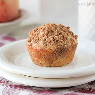 Apple Cinnamon Muffins with Crumb Topping.