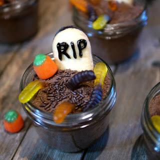 Mason Jar Graveyard Spooky Cakes.