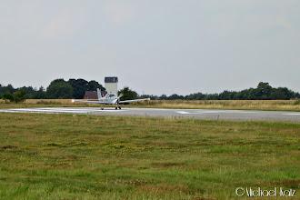 Photo: Dagen etter på Randers Flyveplads, hvor vi venter på at et lokalt dansk fly skal ta av før vi takser inn på banen.